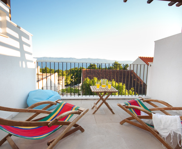 Apartments Bol - balcony with lounger and a view of the sea, 2nd floor