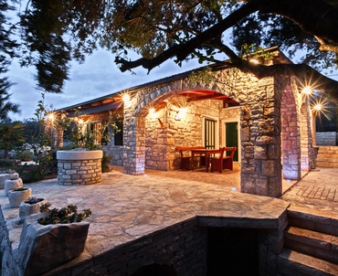 Stone house with sea view - romantic evening atmosphere