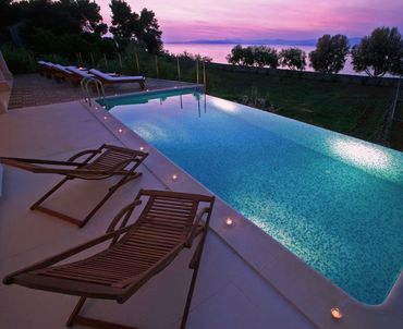 Luxury villa by the sea - admire the colours of magical sunsets